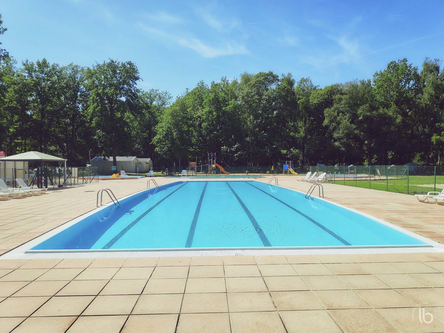 Swimming pool of the camping La Musardière in Milly-la-Forêt